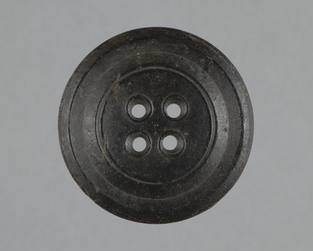 Novelty Rubber Company Button from Fort Zarah, 14BT301 - 1