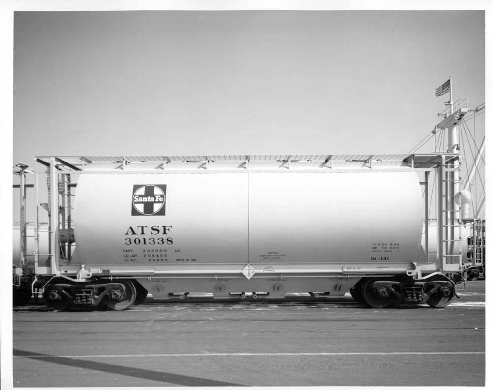 100 ton covered hopper car