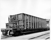 90 ton hopper car with longitudinal dump doors