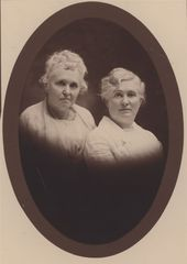 Clara Livona McCreery Howe and Melvia McCreery Dye