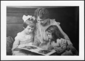 Lida Ann Beaty Pearce with her two daughters