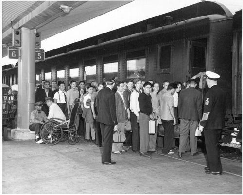 Atchison, Topeka & Santa Fe RailwayCompany train, Los Angeles Union terminal - Page