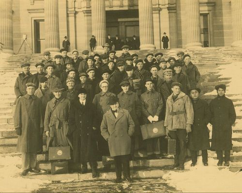 Henry Justin Allen, Kansas Governor with college students - Page