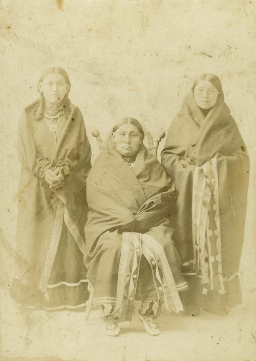 Three Kansa women - Page