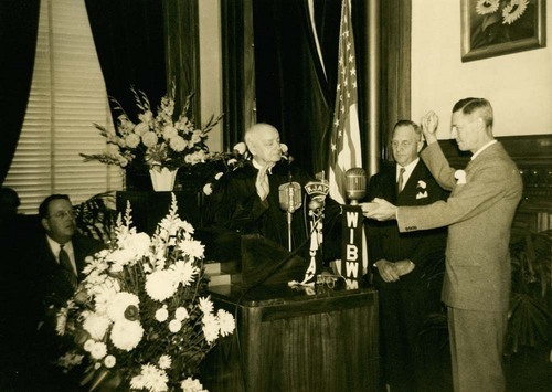 Frank Leslie Hagaman taking the oath of office - Page