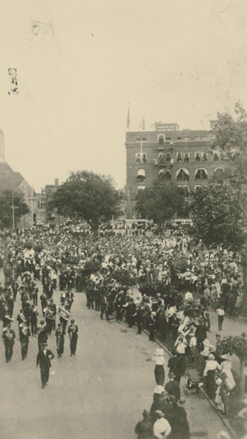 Photograph of the 35th Division on parade in Topeka, KS, 1919