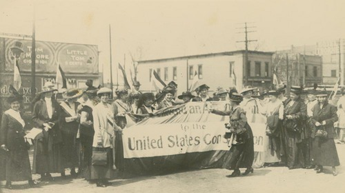 Women in Topeka campaign for the vote, 1916