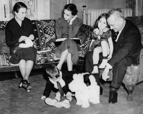 Photograph of Alf Landon with family members Theo, Peggy, Nancy and John at the governor's mansion, Topeka, Kansas, 1935