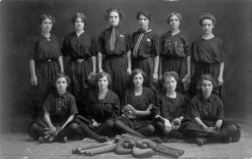 Onaga bloomer girls' baseball team from Onaga, Kansas - Page