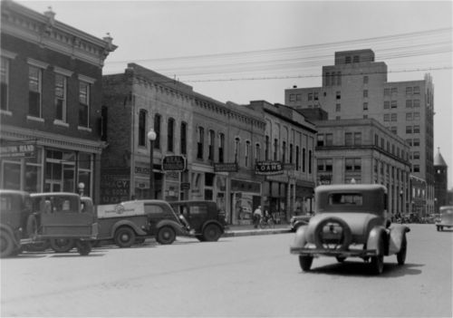 A view of W Iron Avenue, Salina, Kansas - Page