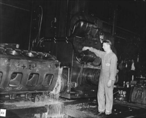 Building a 16 cylinder G-M diesel engine - Page
