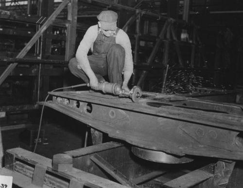 Building a diesel electric locomotive engine - Page