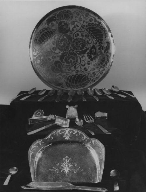 Metal plates and flatware display - Page