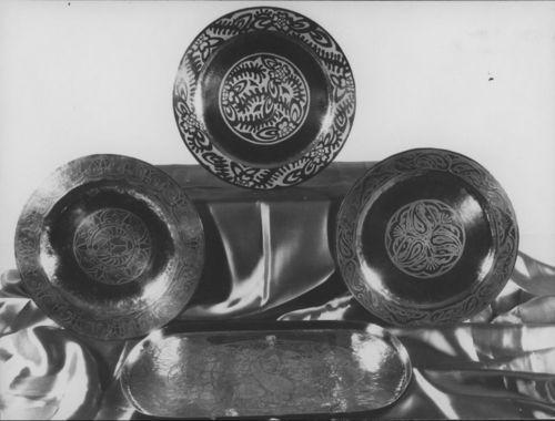 Metal bowls and plates display - Page