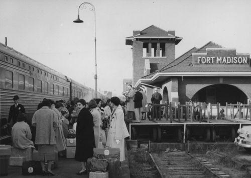 Atchison, Topeka and Santa Fe Railway Company depot, Fort Madison, Iowa - Page