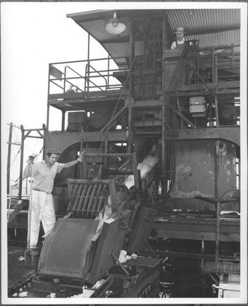 Atchison, Topeka & Santa Fe Railway's mechanical icing machine - Page