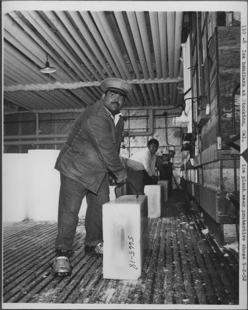 Atchison, Topeka & Santa Fe Railway Company workers handling blocks of ice, Stockton, California - Page