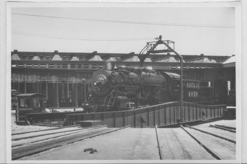 Atchison, Topeka and Santa Fe Railway Company's steam locomotive #4019, Kansas City, Kansas - Page