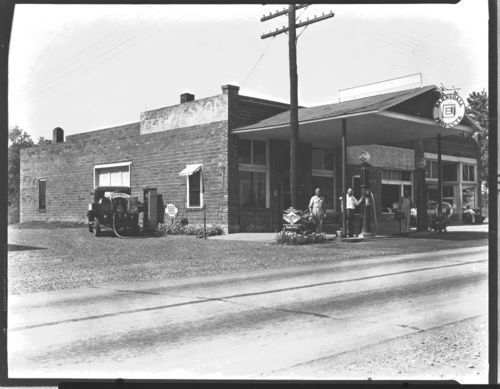 Barnsdell filling station, Iola, Kansas - Page
