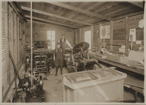 Photograph of Merl Longley's print shop in Salem, between 1912 and 1916.
