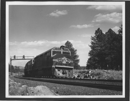 Atchison, Topeka & Santa Fe Railway's 1900 class diesel pulling a freight train - Page