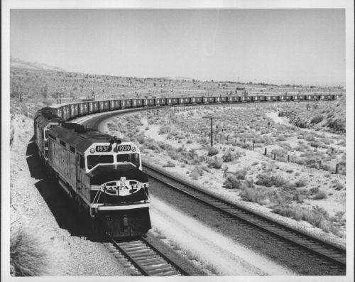 Atchison, Topeka & Santa Fe Railway's freight train powered by 1900 class locomotives - Page