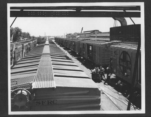 Atchison, Topeka & Santa Fe Railway Company shop employees, Topeka, Kansas - Page