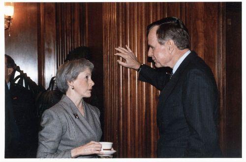 Nancy Landon Kassebaum and United States President George Herbert Walker Bush - Page