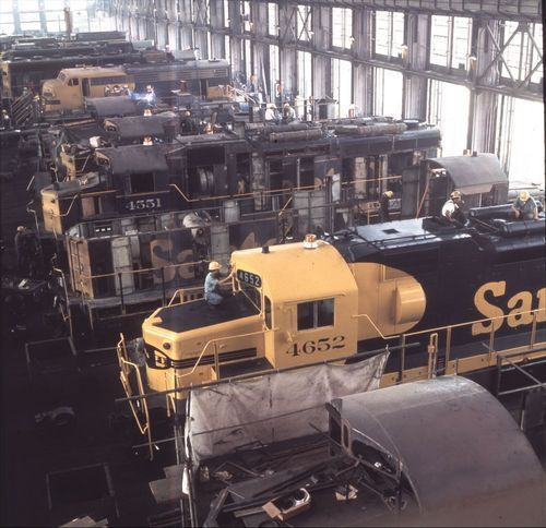 Atchison, Topeka & Santa Fe's diesel shop at San Bernardino, California - Page