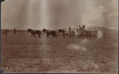 Soldiers with a supply wagon - Page