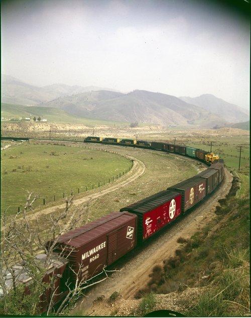 Atchison, Topeka & Santa Fe Railway Company freight train, Tehachapi Mountains - Page