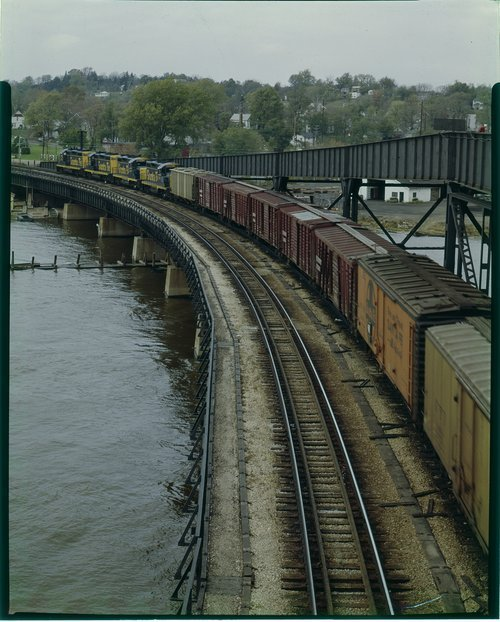 Atchison, Topeka & Santa Fe Railway Company freight train, Fort Madison, Iowa - Page