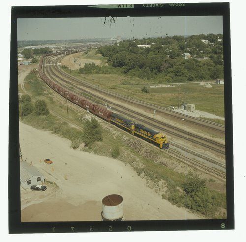 Westbound Atchison, Topeka & Santa Fe grain train near Kansas City, Missouri - Page