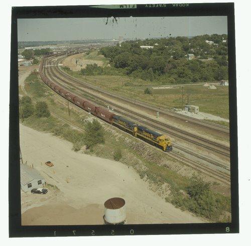Westbound Atchison, Topeka & Santa Fe grain train near Kansas City, Missouri - Page