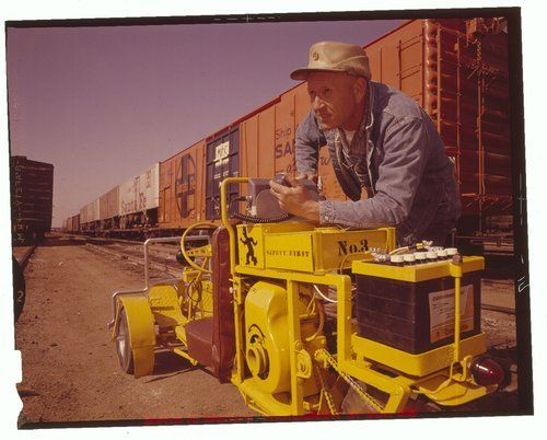 Atchison, Topeka & Santa Fe motorized carts with radios - Page
