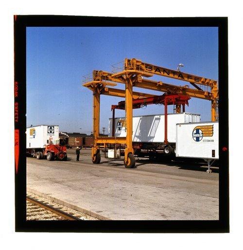 Atchison, Topeka & Santa Fe Piggyback Travellift - Page