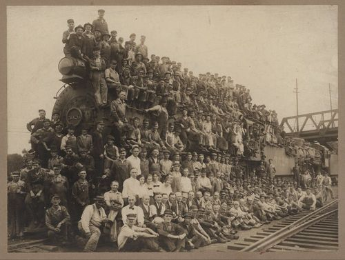 Atchison, Topeka & Santa Fe Railroad workers - Page