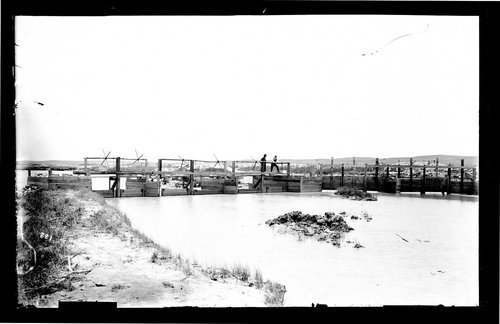 Weir on the Arkansas Rivier, irrigation system, Finney County, Kansas - Page