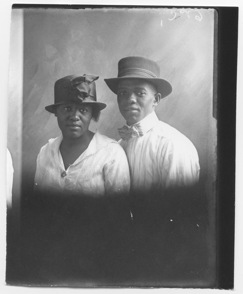 Unidentified couple - Page