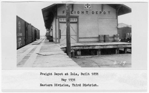 Atchison, Topeka and Santa Fe Railway Company's freight depot, Iola, Kansas - Page