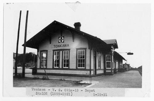 Atchison, Topeka & Santa Fe Railway Company depot, Tonkawa, Oklahoma - Page