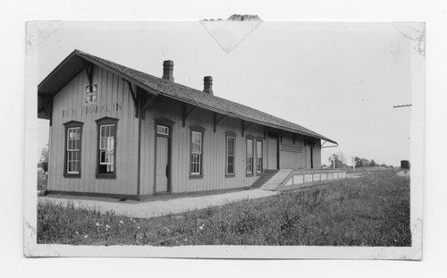 Atchison, Topeka & Santa Fe Railway Company depot, Ben Franklin, Texas - Page