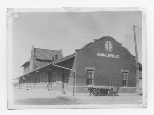 Gulf Colorado & Santa Fe Railway Company's passenger depot, Gainesville, Texas - Page