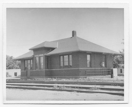 Atchison, Topeka & Santa Fe Railway Company depot, Salina, Kansas - Page
