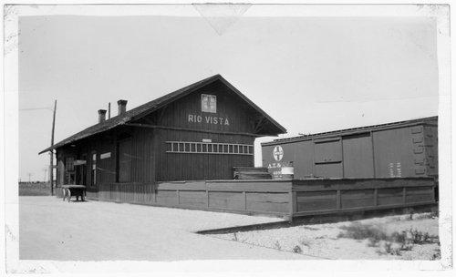 Gulf, Colorado & Santa Fe Railway depot, Rio Vista, Texas - Page