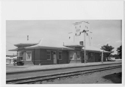Atchison, Topeka and Santa Fe Railway Company depot, Garden City, Kansas - Page