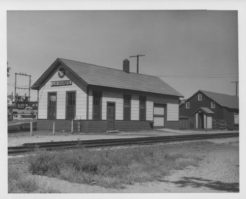Missouri Pacific Railroad depot, La Harpe, Kansas - Page