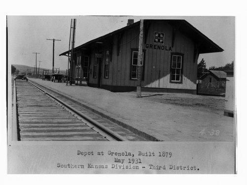Atchison, Topeka and Santa Fe Railway Company depot, Grenola, Kansas - Page