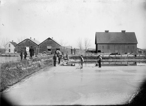 Cutting ice, Diesem's reservoir, Garden City, Finney County, Kansas - Page