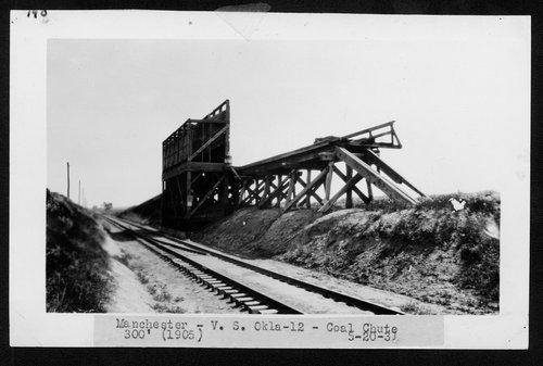 Atchison, Topeka & Santa Fe Railway coal chute, Manchester, Oklahoma - Page